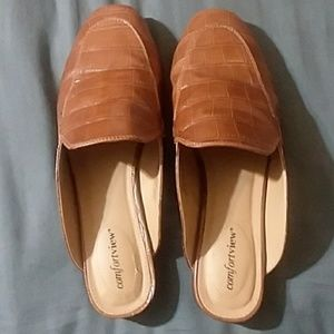 10WW Brown Comfortview Mules